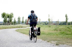 cyclists-168376_640