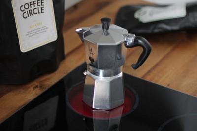 06-Espressokocher-kochen