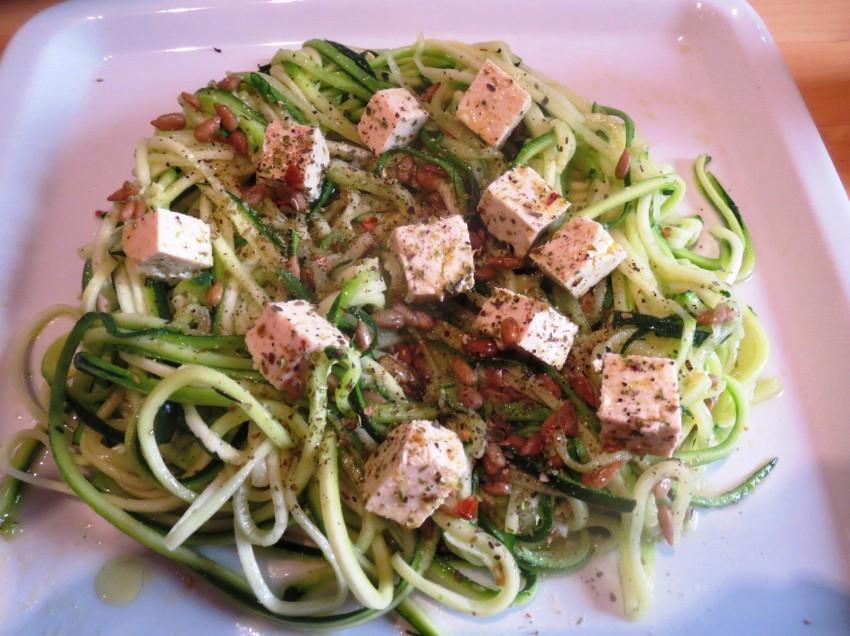 Gemüsespaghetti: Spiralenschneider vs. Sparschäler Julienne