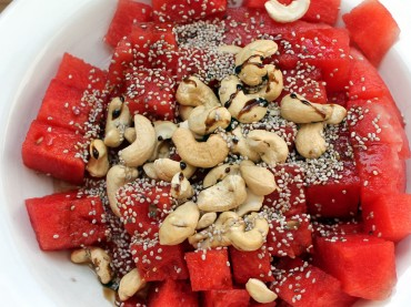 Wassermelonen-Cashew-Salat mit Chiasamen