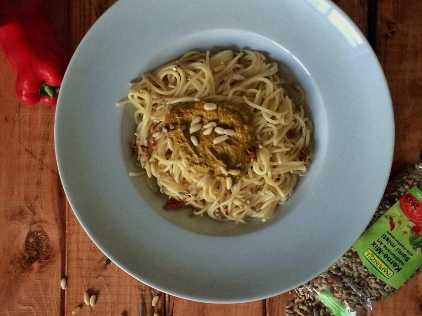 Rucola-Paprika-Pesto mit Kerne-Mix