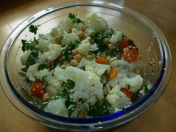 Marokkanischer Kichererbsensalat mit Karfiol/Blumenkohl, das ideale erfrischende Sommergericht!