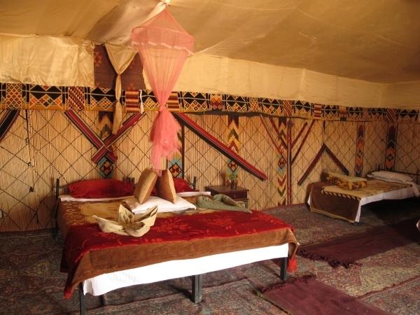 Ein Luxuszimmer im Luxuscamp mit WC und Elektrizität. Foto: Doris