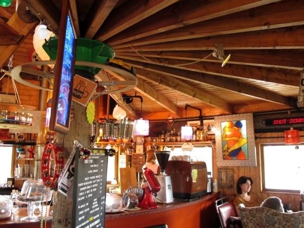 The Last Bus Café Interior. Foto: Doris