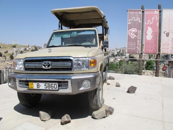 Das ist einer von zwei Jeeps für die erste Safari in Jordanien. Foto: Doris
