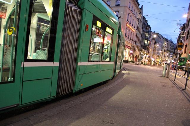 tram-193986_640