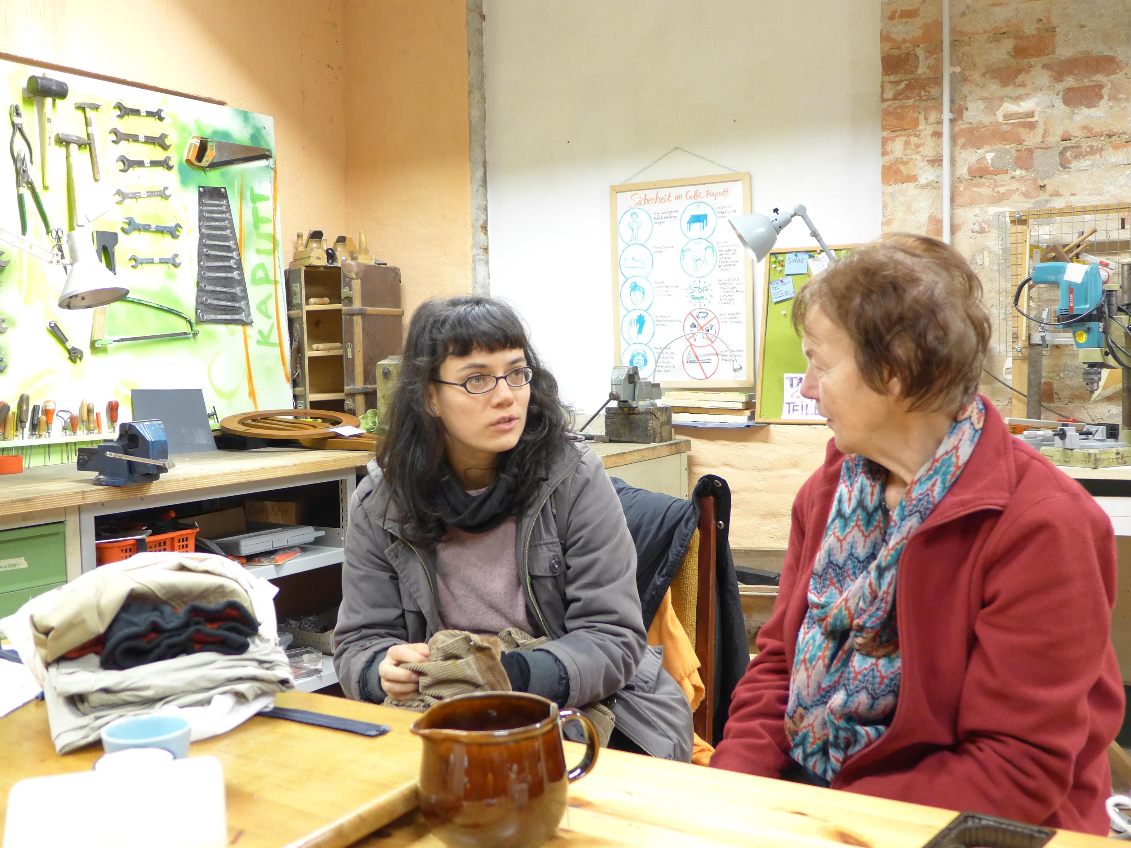 Während der Textilsprechstunde - Franzi und Hannelore